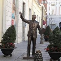 Mike Bongiorno Statue