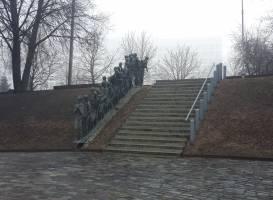 Памятник пяти тысячам евреев погибших 2 марта 1942 года