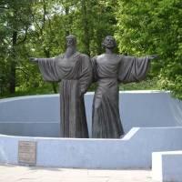 Памятник основателям Череповца - инокам Феодосию и Афанасию