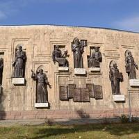 Памятник Садриддину Айни и Максиму Горькому