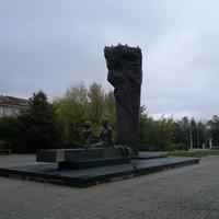 Памятник металлургам Преемственность поколений