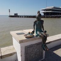 Скульптура Ника и патефон