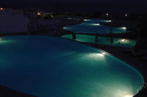 бассейны (вид ночью)