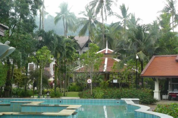 Duangjitt Resort, один из бассейнов