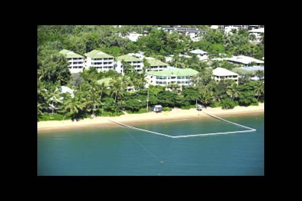 Вид на отель и пляж