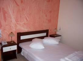 Lazaratos Hotel