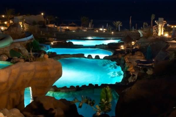 Ночной аквапарк