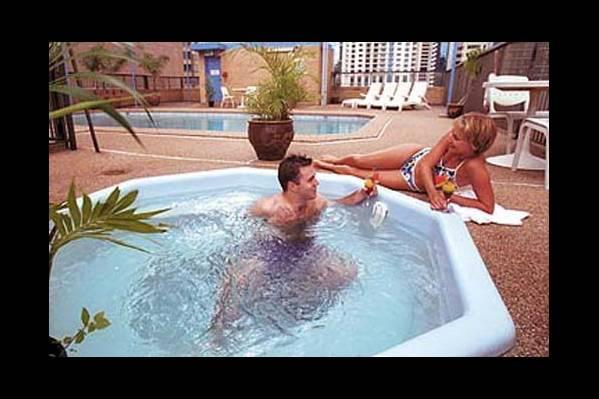 Джакузи и бассейн