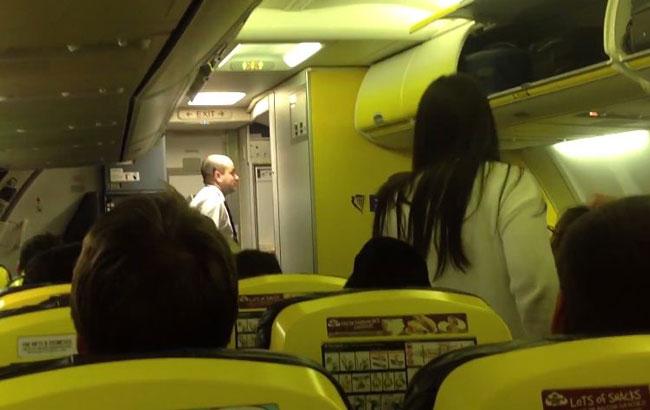 Великобритания: На День всех влюблённых Ryanair подарил пассажирам 11-часовое заточение в самолёте