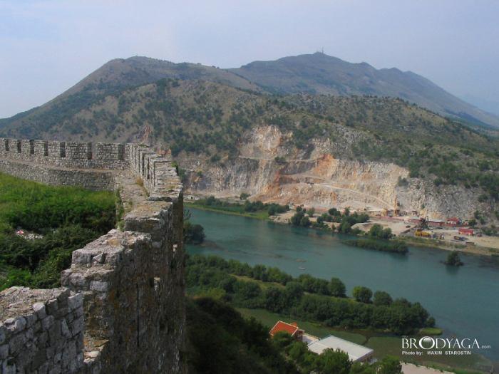 Албания возвращает визовый режим с Россией