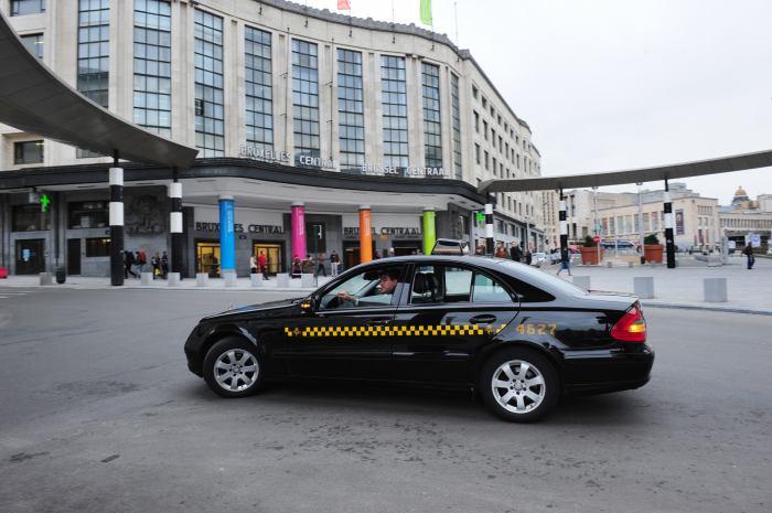 """Бельгия: Все такси Брюсселя будут работать """"в белую"""""""