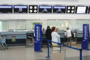 Ryanair собирается забрать у пассажира одну из двух сумок