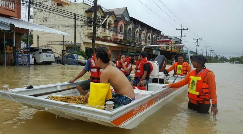 Наводнение на юге Таиланда привело к транспортному коллапсу
