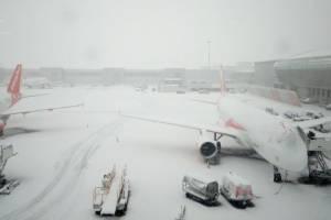 Снежная буря нарушила работу аэропортах Европы