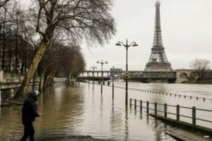 Новая волна угрожает превратить Париж в Венецию