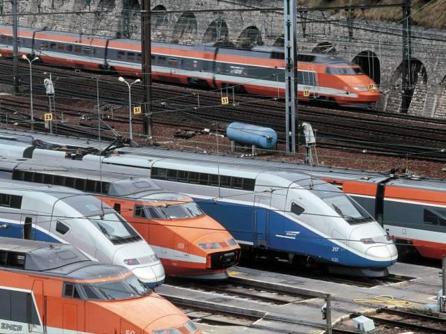 Во Франции не взлетают самолеты и не едут поезда, Туристам Коломны, Франция Туризм аэропорт