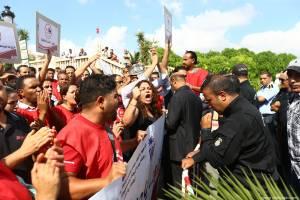 Туристов в Тунисе просят избегать мест массового скопления людей