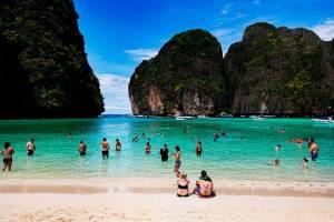 Залив Майя Бэй в Таиланде откроется через 1,5 месяца