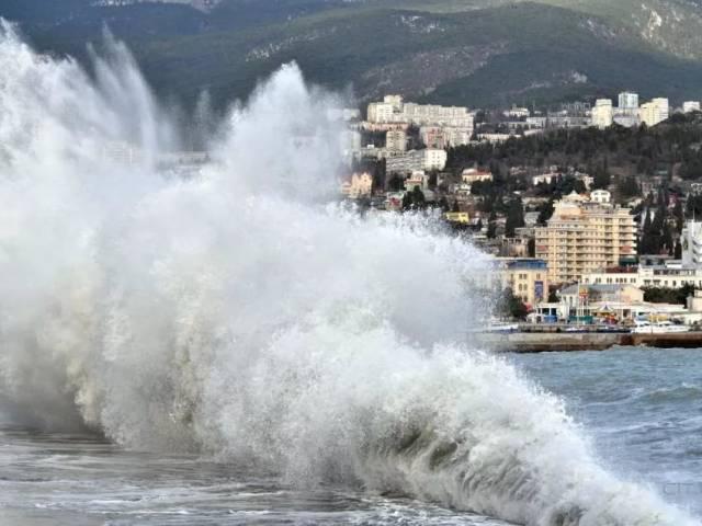 Полярный фронт с холодом и ветром надвигается на Крым, Туристам Коломны, Россия Отдых