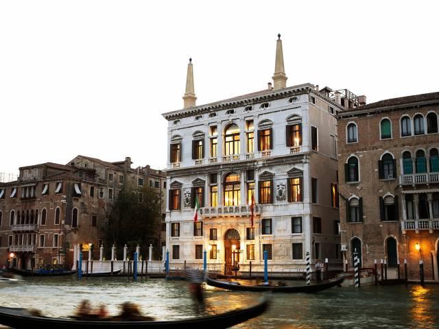 Названы города, где за ночь в отеле можно расстаться со 100 000 рублей, Туристам Коломны, стоит ли ехать Лондон Венеция
