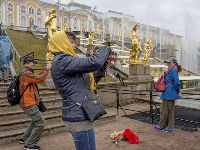 Петергоф стал самым популярным музеем в России в 2018 года, Туристам Коломны, Эрмитаж Россия музей где отдохнуть