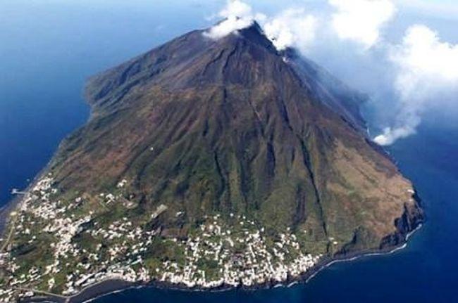 Вулкан Этна разбудил своего северного соседа