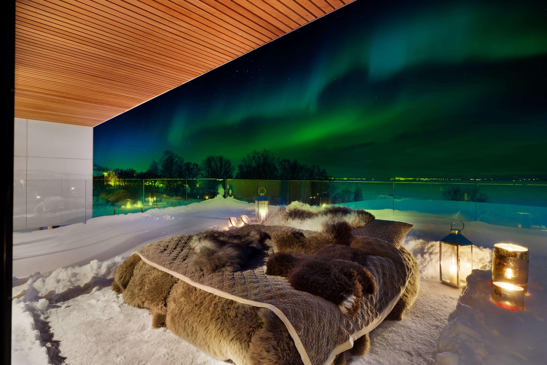 Лежать и смотреть: в отеле Норвегии вытащили кровать на улицу, Туристам Коломны, Финляндия Отпуск Норвегия
