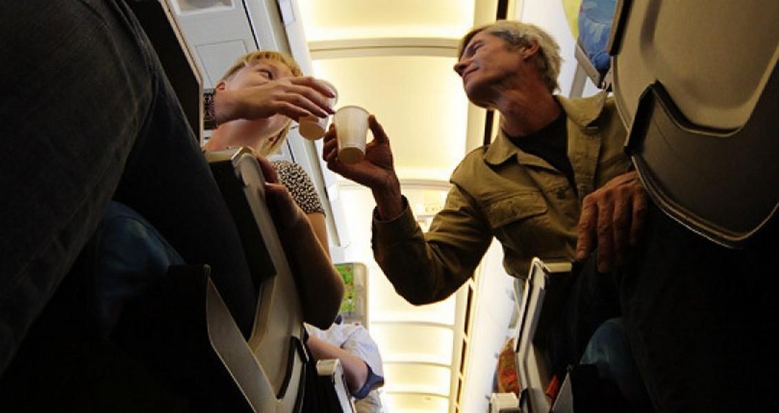 В Совете Федерации предложили запретить алкоголь на борту самолетов, Туристам Коломны, стоит ли ехать Аэрофлот
