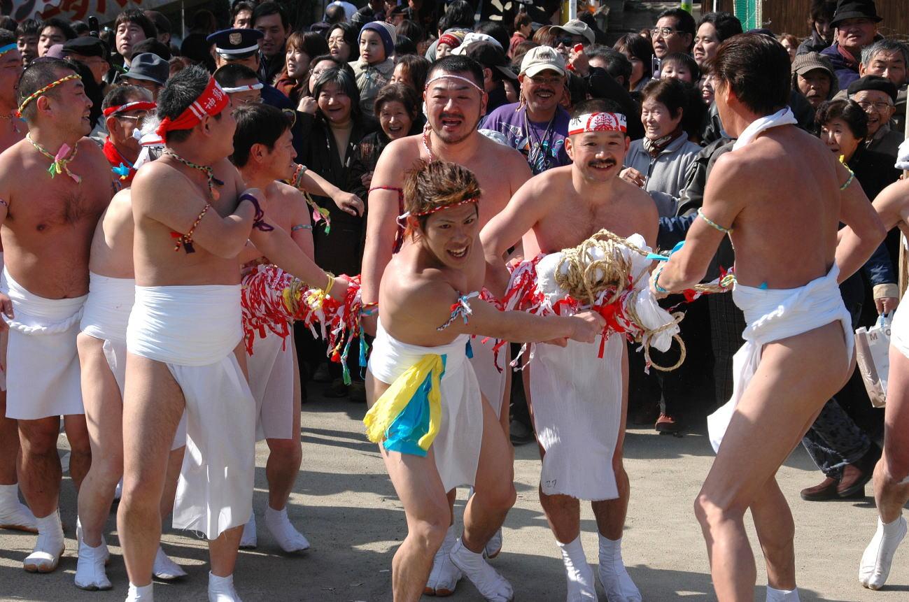 В Японии голые мужчины поборются за свое счастье на год вперед