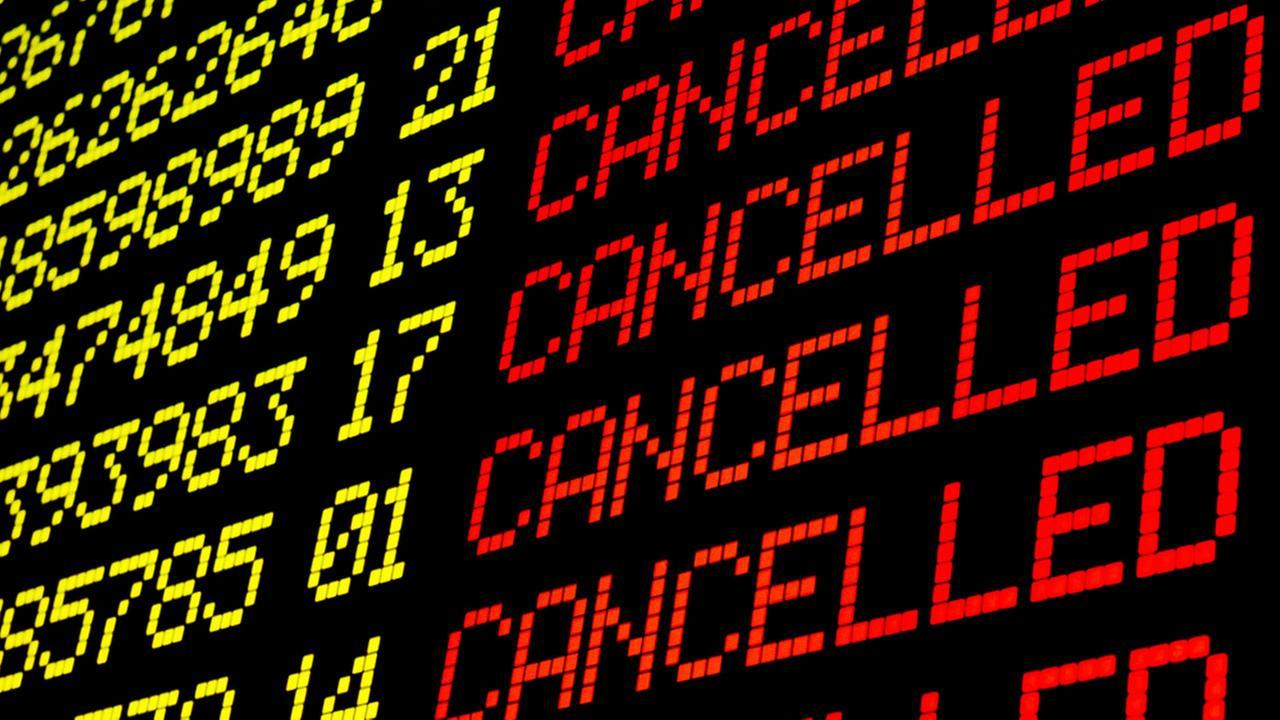 Проверьте, не отменён ли ваш рейс во Францию в эти праздничные даты