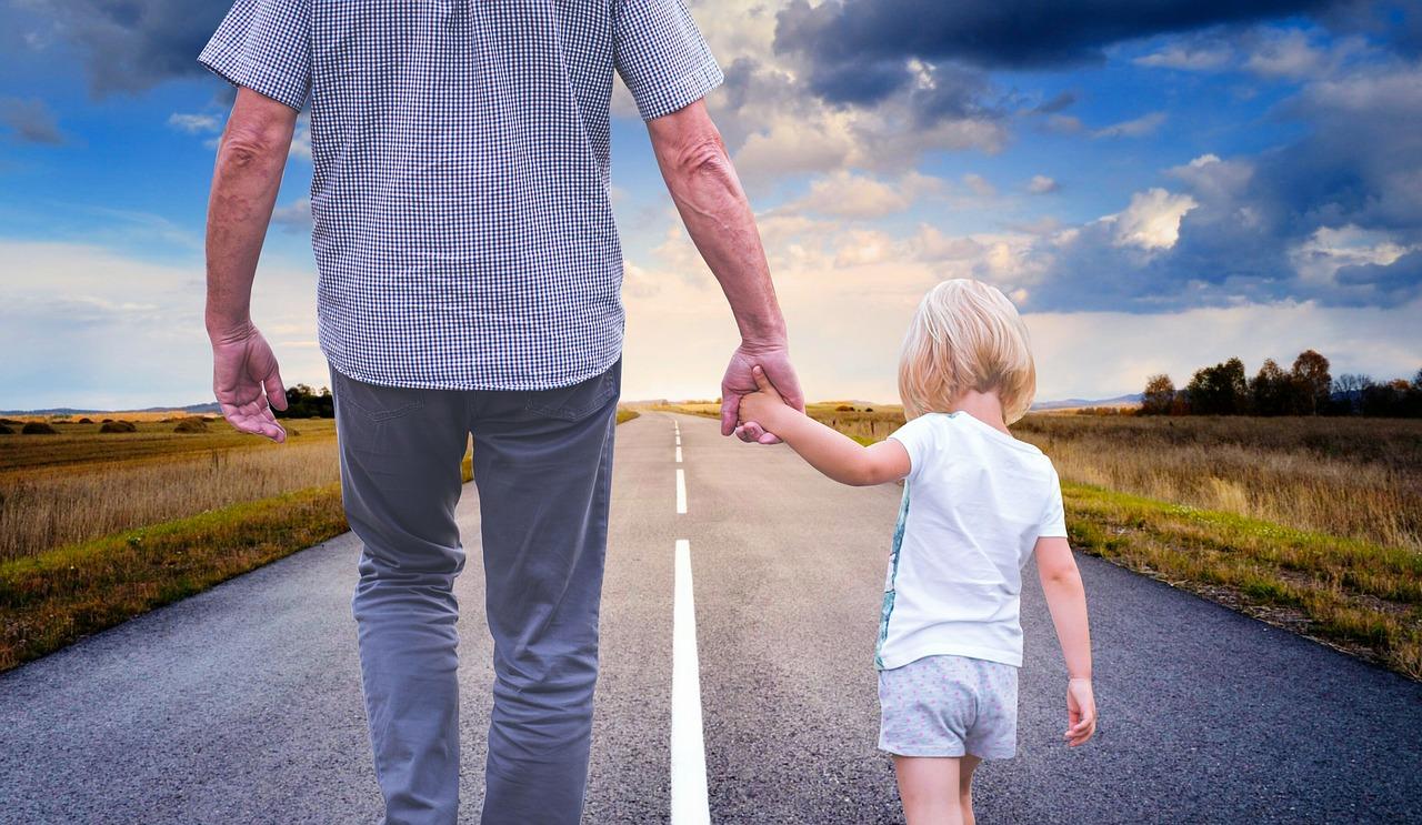 Как избежать неприятностей на паспортном контроле, если у вас с детьми разные фамилии
