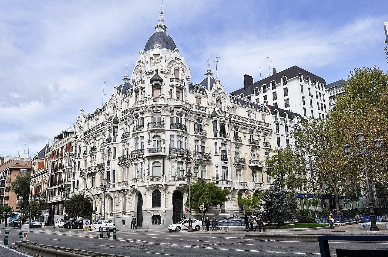 Отели Мадрида, Каира и Парижа в июне резко подняли цены на проживание. Почему дешевеет Москва, Туристам Коломны, Туризм Рио де Жанейро Мадрид Гонконг
