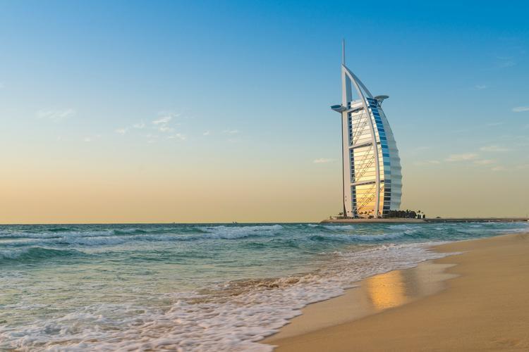 Куда отправиться на майские, чтобы купаться в тёплом море?