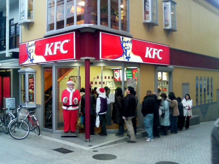 Зачем японцы на Рождество ходят в KFC, а исландцы надевают эти уродские свитера