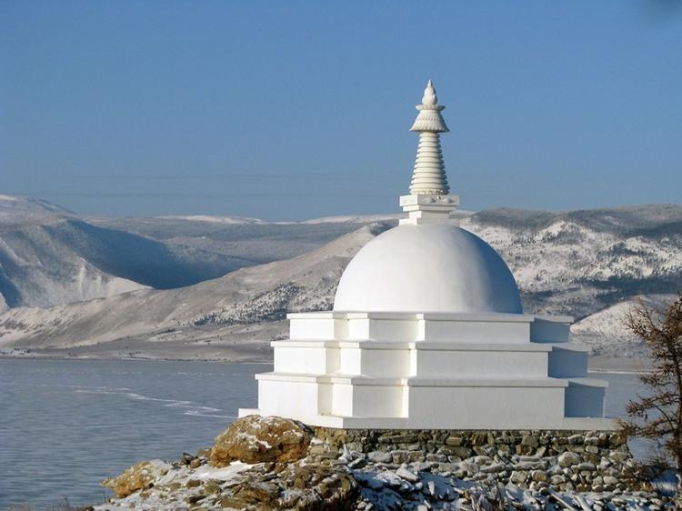 Топ-5 самых монументальных и красивых буддийских храмов России