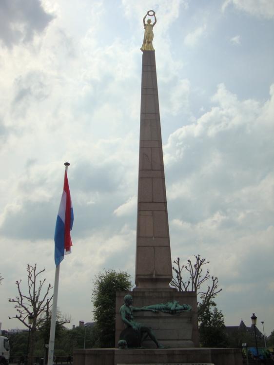 Люксембург. Памятник погибшим во всех войнах.