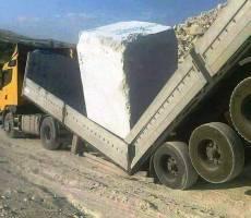 Мегалит раздавил грузовой прицеп