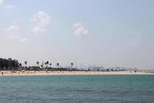 Пляж Al mamzar