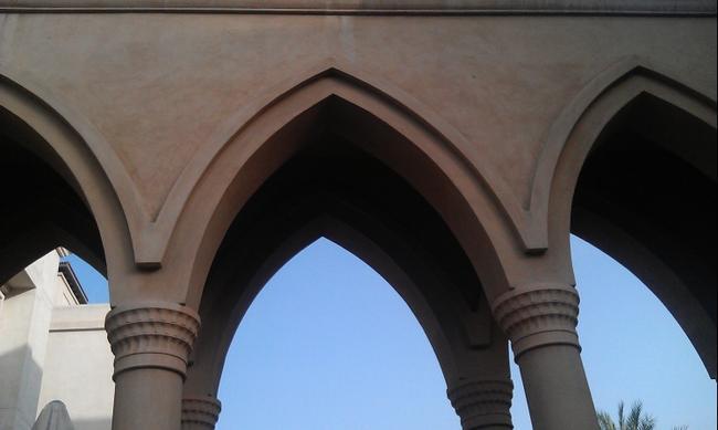 Дубай. Архитектура в арабском стиле.