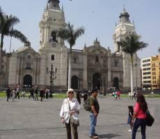 на площади в Лиме