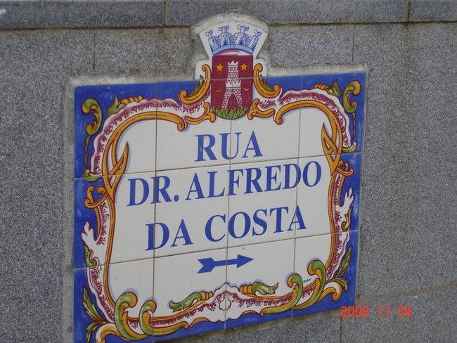 В Португалии очень красочные таблички с указанием улиц