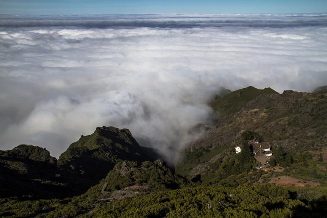 Домик над облаками. Вид с Pico Ruivo