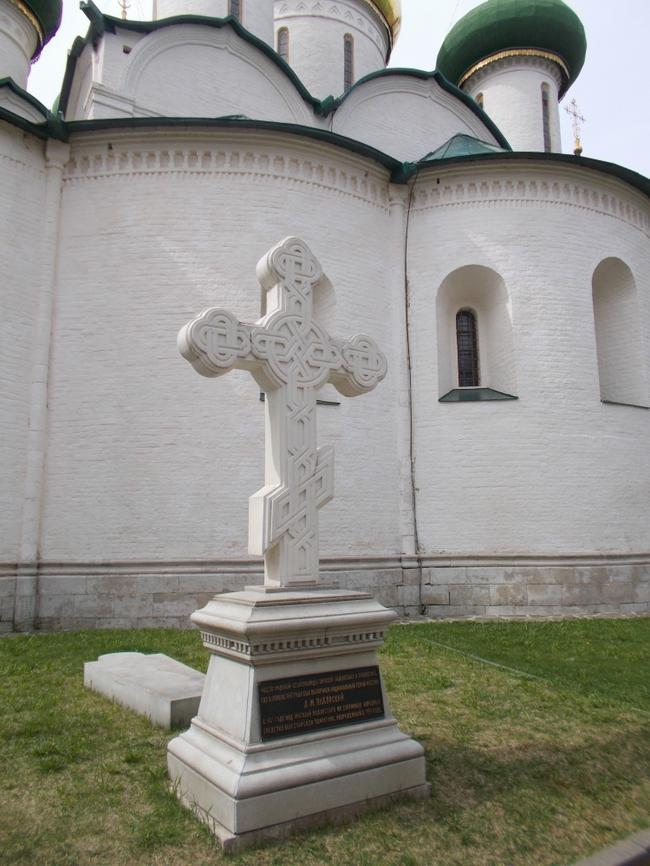 Место захоронения останков Дмитрия Пожарского у стен Спасо-Преображенского монастыря