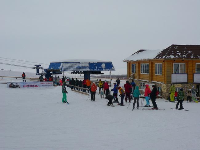 Хвалынский горнолыжный курорт. Небольшая очередь на подъемник