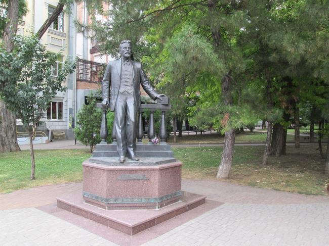 Памятник А. П. Чехову