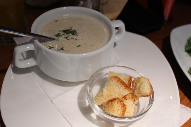 Грибной суп-пюре  в Traveller's coffee.