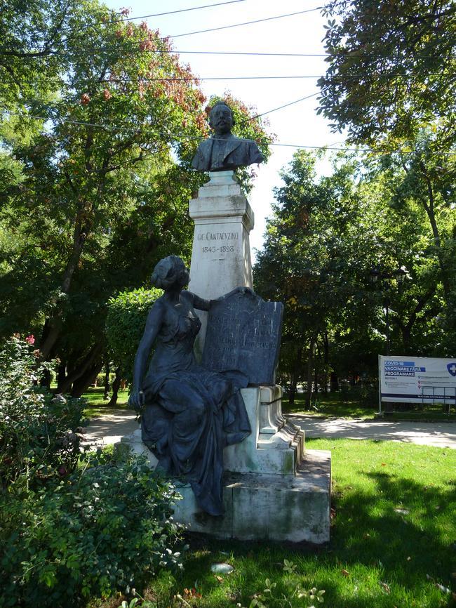 Памятник Кантакузино - одноиу из первых премьер-министров Румынии