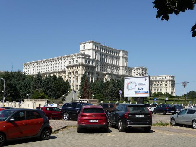 Здание румынского парламента - крупнейшее здание Европы