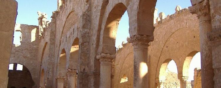 Внутри христианской базилики
