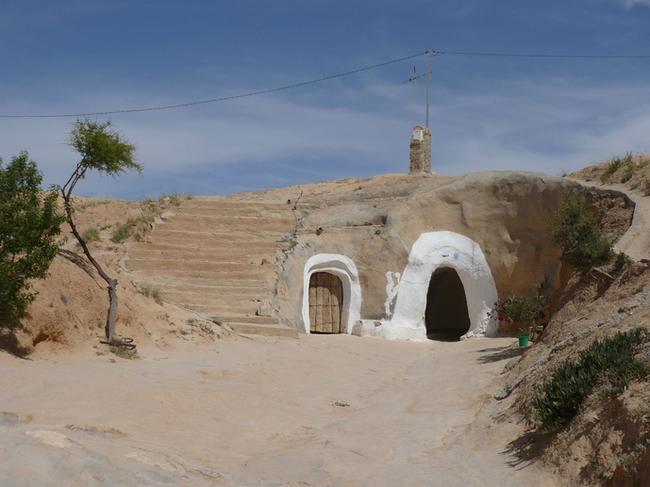 Вход в жилище троглодитов в Матмате
